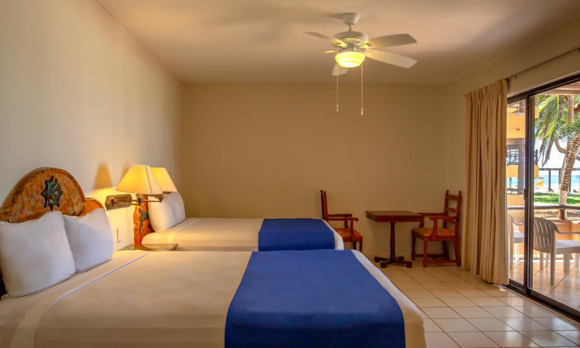 Fotografía de la habitación estándar con una cama King Size