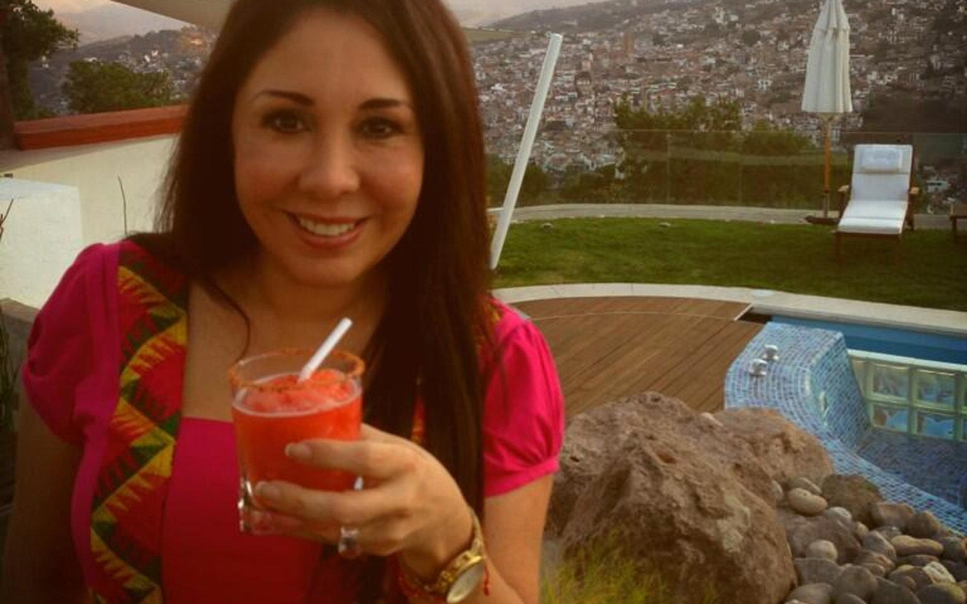 Ventaneando en hotel de la ciudad de mexico con foxyhotwifecdmx su esposo cogiendonos sin condon a las dos - 3 8