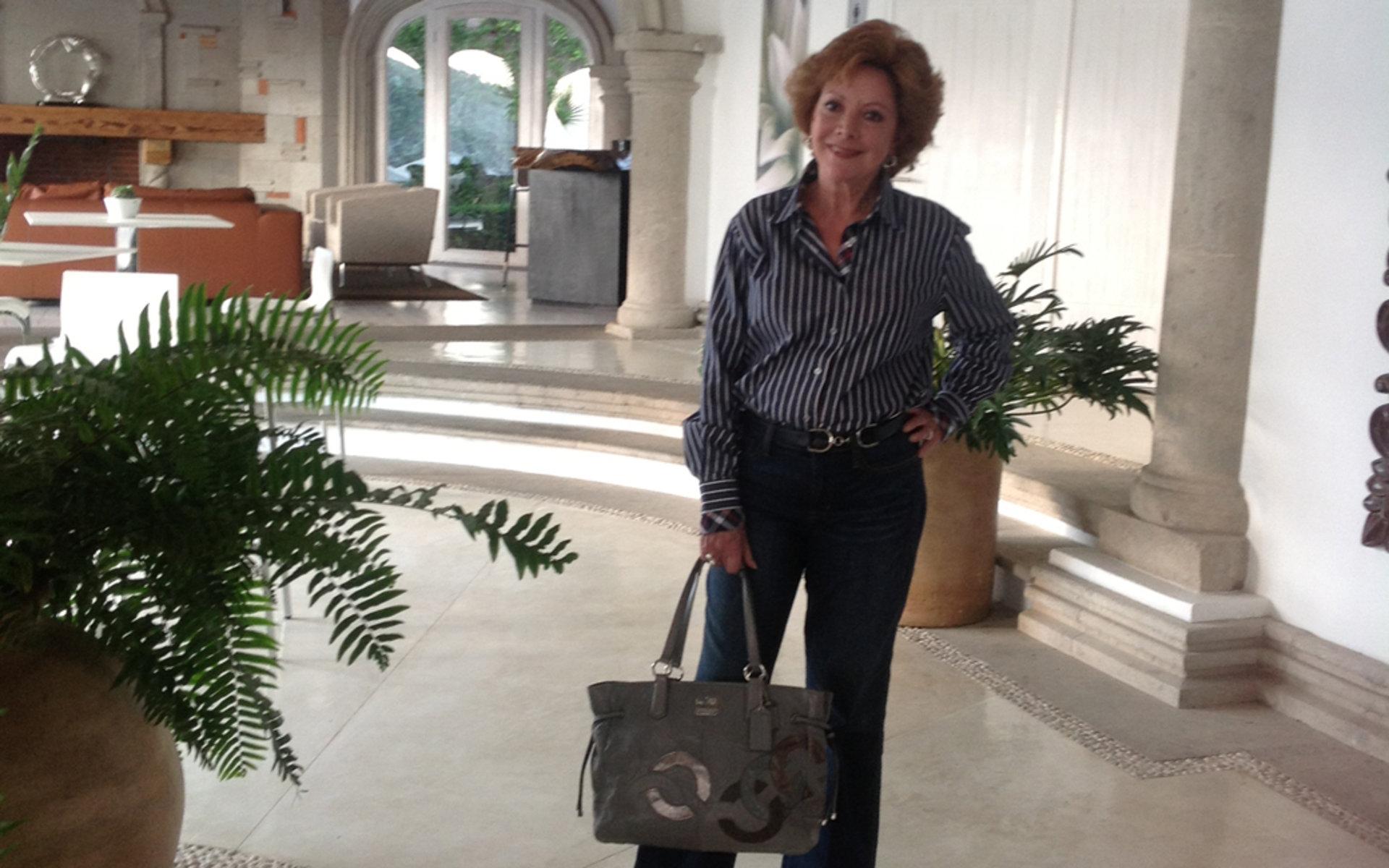 Ventaneando en hotel de la ciudad de mexico con foxyhotwifecdmx su esposo cogiendonos sin condon a las dos - 4 2