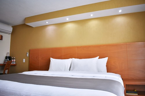 La Posada Hotel & Suites