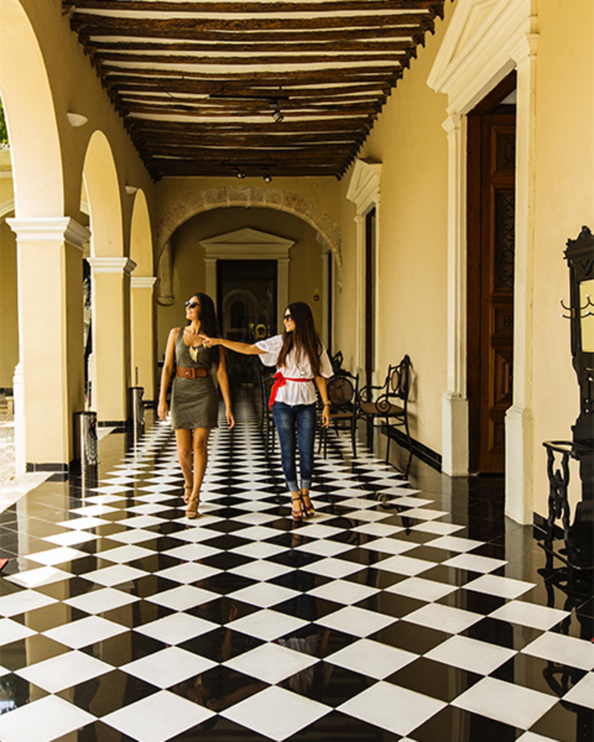 Around merida yucatan hotel casa lucia m rida mexico for Muebles de oficina merida yucatan