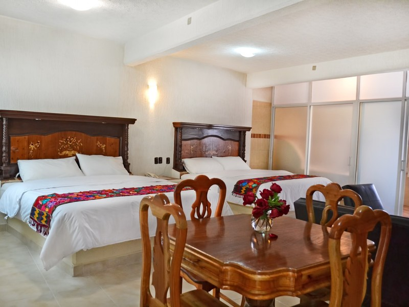 FAMILY SUITE - 2 KING BEDS